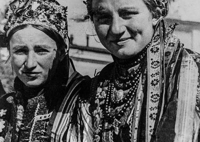 zyznowski.pl - Wesele - fotografie - III 14577 F sygn m II 6030 Kobiety łemkowskie wstrojach weselnych 1936 r.-min